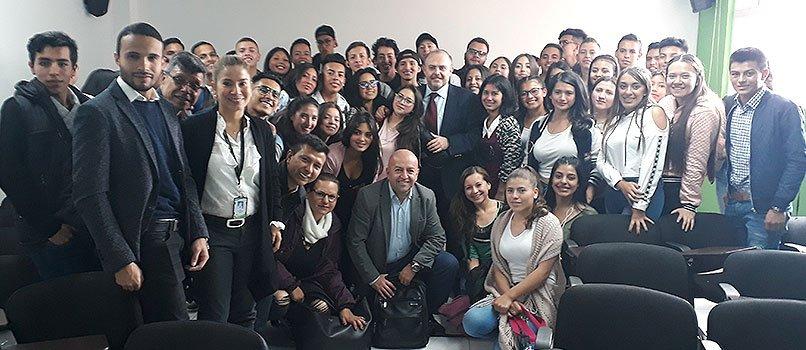 IMF y CUN por la formación internacional de los estudiantes de administración de empresas