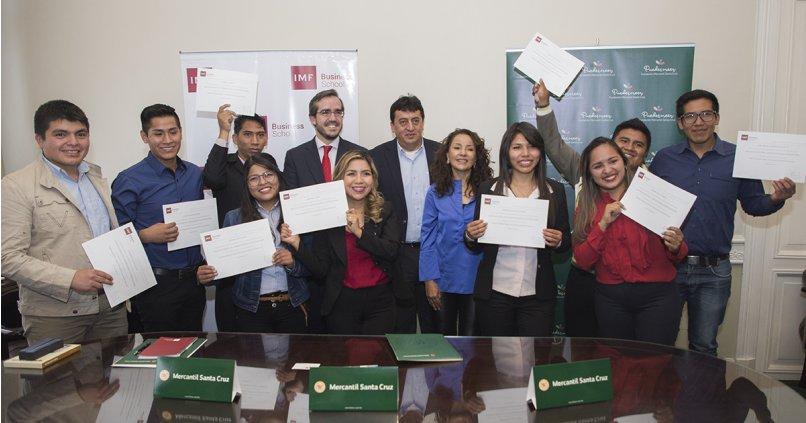 IMF otorga 10 becas del 100% a los alumnos seleccionados por el Banco Mercantil